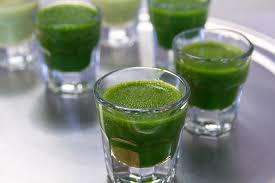 shots of green superfood powder