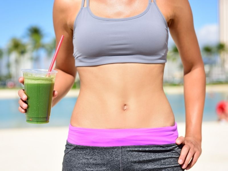 flat tummy with green smoothie