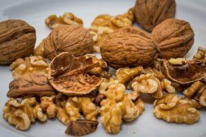 shelled raw walnuts
