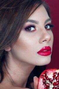16 Pomegranate Health Benefits - An Antioxidant Superfood!