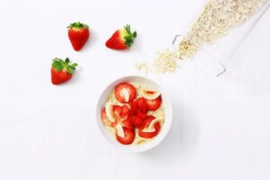 strawberry and coconut porridge