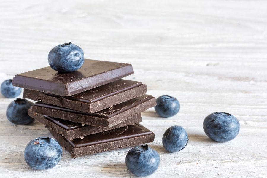 dak chocolate and blueberries